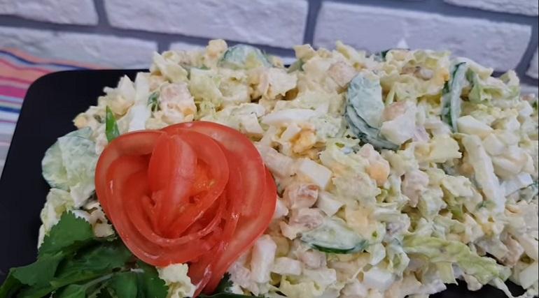 Вкусный салат к праздничному столу: легкий по вкусу и в приготовлении!