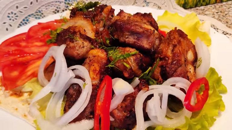 Жареные ребра с луком: шикарное блюдо в вашем меню