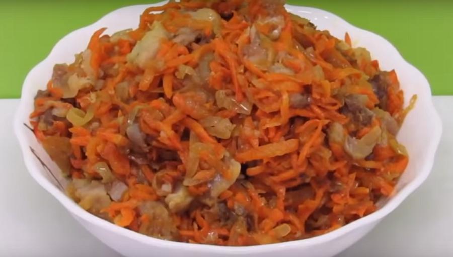 """Новый и оригинальный салат с сельдью """"Вкусняшка"""""""