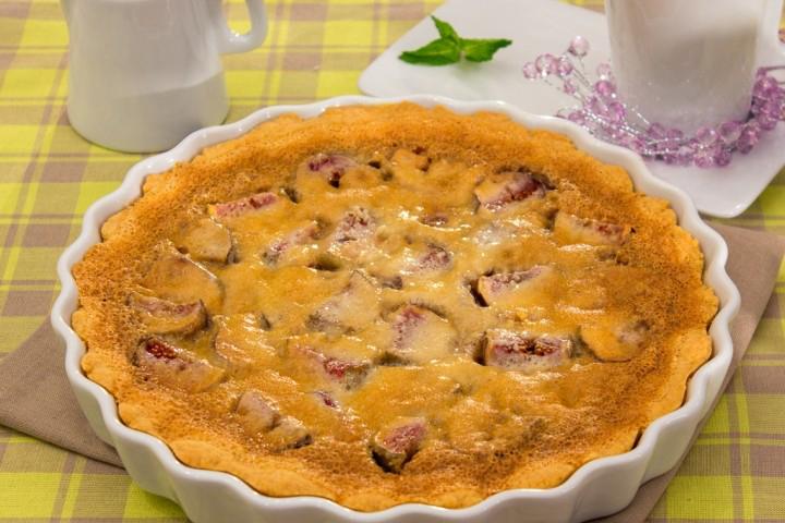 Изысканный пирог с инжиром и миндальным кремом