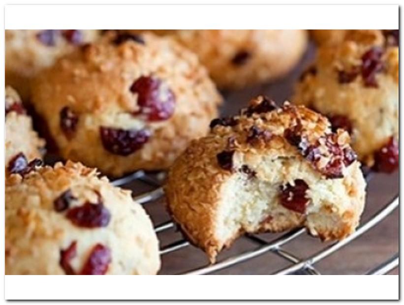 Прекрасное лакомство: творожное печенье с шоколадом, миндалем и вишней