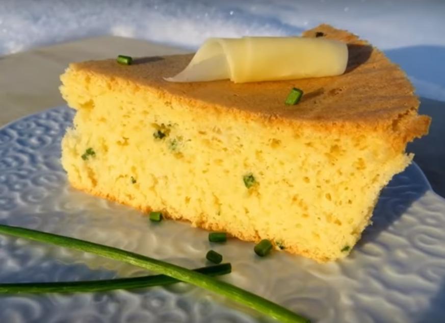 Невероятно вкусный бисквит с зеленым луком