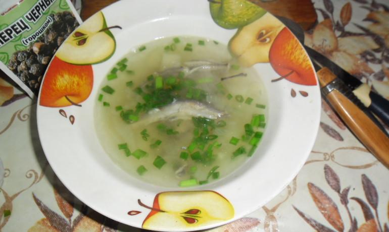 Легкое диетическое блюдо к обеду: рыбный суп с мойвой