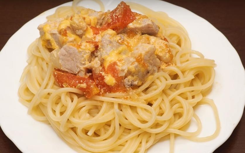 Готовим в мультиварке: вкусная свинина с помидорами