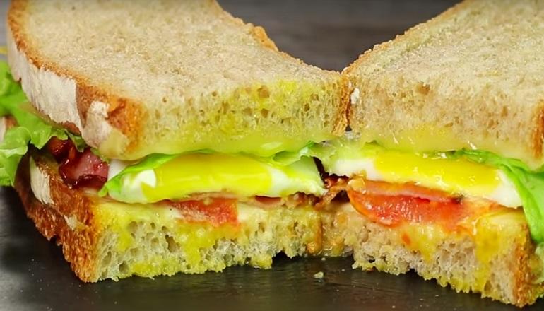 Большой и сытный сэндвич с домашним хлебом: заменит обед!