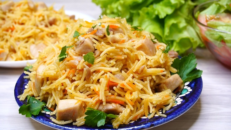 Быстрый ужин за 30 минут: «плов» из вермишели