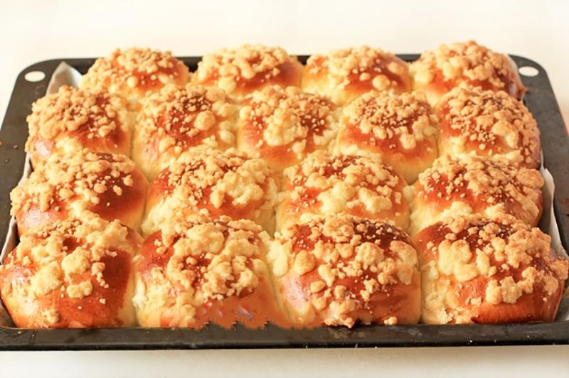 Восхитительные булочки со сгущенкой и штрейзелем