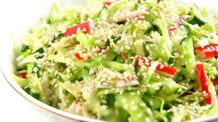Безумно вкусный салат «Свежесть» с капустой: легкий и ароматный