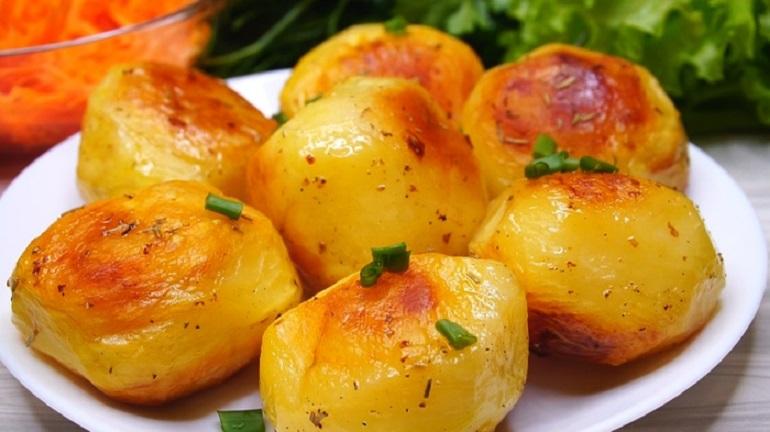 Картофель в духовке: чудо, какой хрустящий! Секрет в приготовлении!