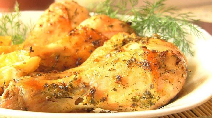 Вкусные куриные ножки, запеченные с лимоном, с гарниром из картофеля