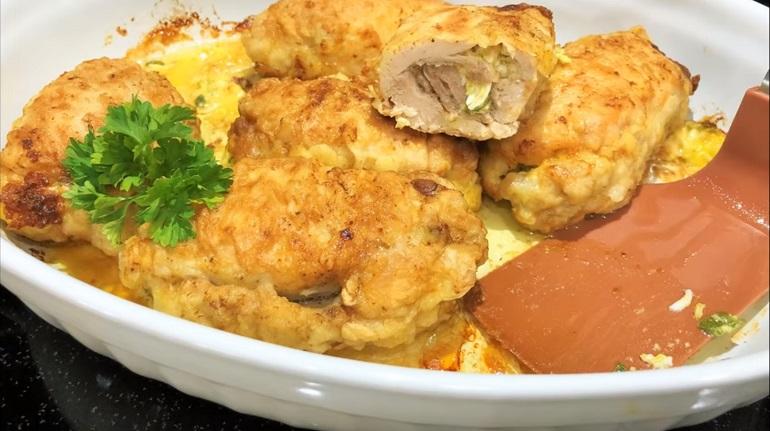 Вкуснятина на ужин: рулеты из куриных бедер с яйцами и сыром