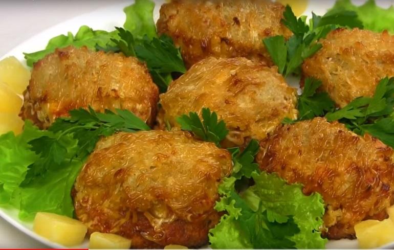 Мясные стожки с картошкой и ананасом: интересный рецепт известного всем блюда