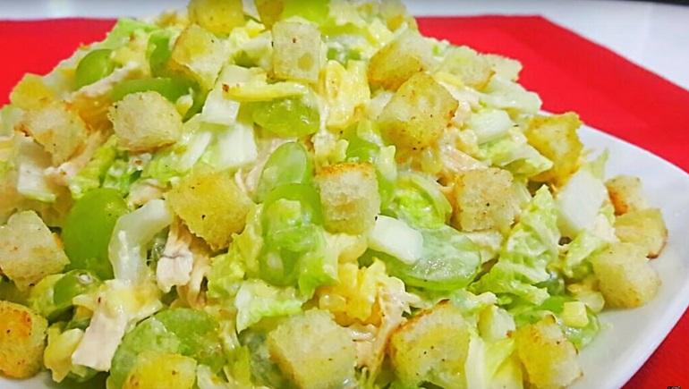 Потрясающий салат «Романтика»: необыкновенно вкусный и праздничный