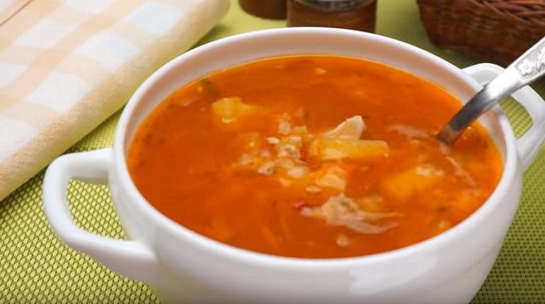 Простой томатный суп с курицей и рисом: наваристый и вкусный