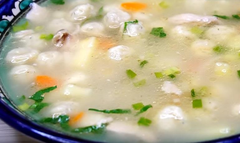 Суп с сырными шариками: всегда съедается до последней ложки