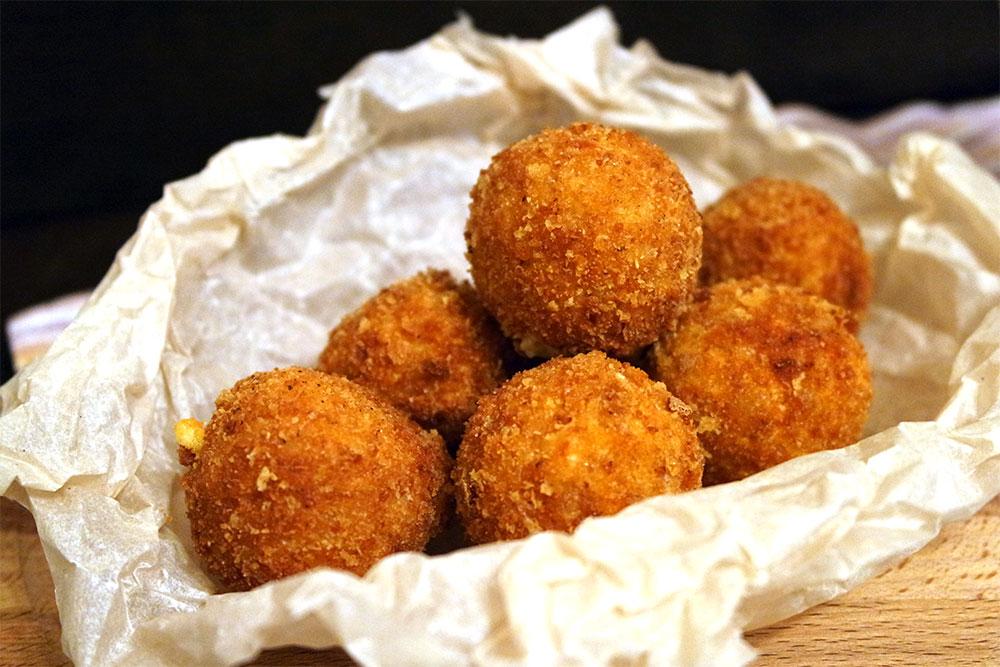 Сырные шарики с чесноком-интересная и пикантная закуска