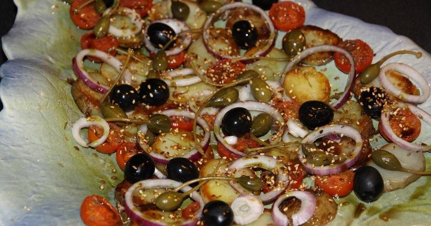Отменный тёплый картофельный салат