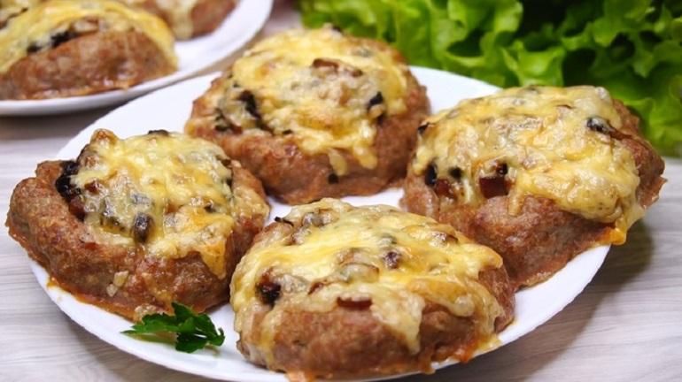 Гнезда из фарша с грибами: рецепт быстрого обеда