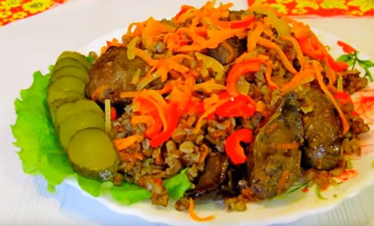 Ужин для очень занятых хозяек: гречка с куриной печенью и овощами