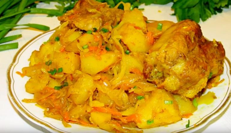 Быстрый ужин: мясо с квашеной капустой и картофелем – особый аромат и вкус!