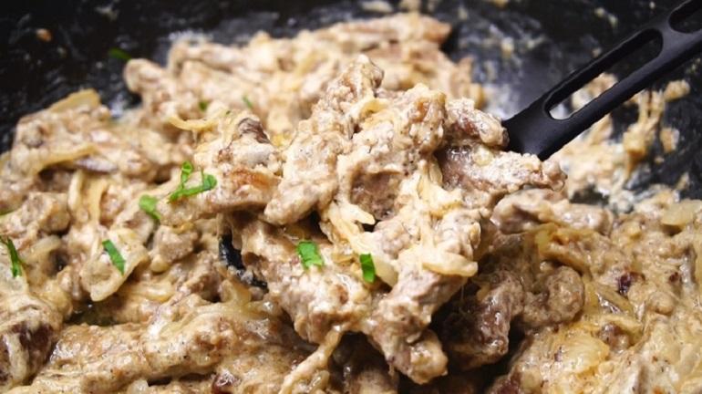 Ужин за 30 минут: нежная говяжья печень в пикантном соусе
