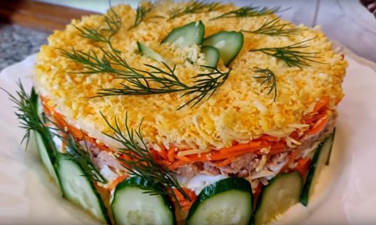 Нежный салат «Мимоза» с корейской морковью: еще один вариант приготовления