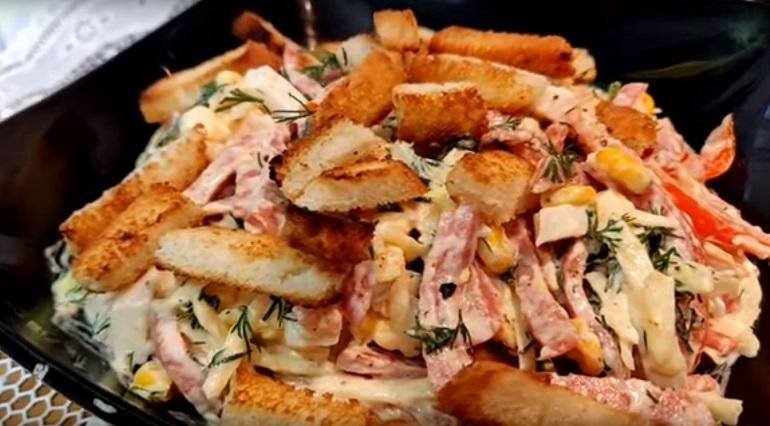 Праздничный салат «Мужской каприз»: готовимся к 23 февраля