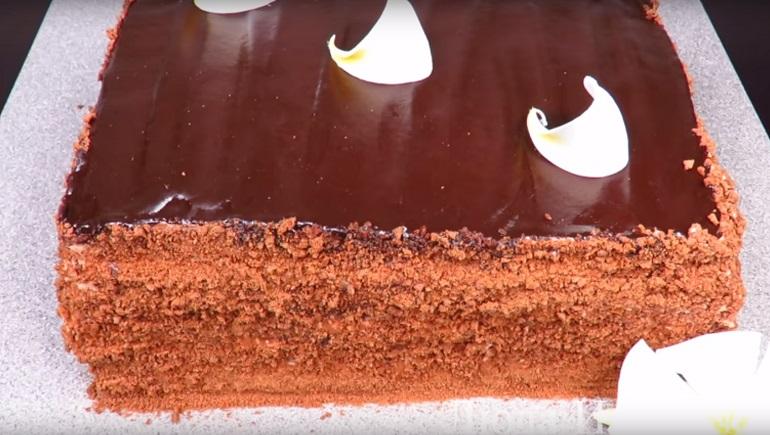 Шоколадный медовик без раскатки коржей: пальчики оближешь