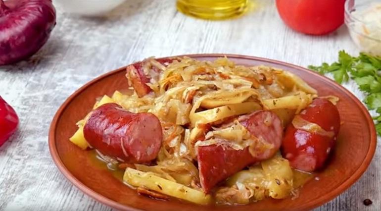 Шукрут с колбасками: оригинальное второе блюдо