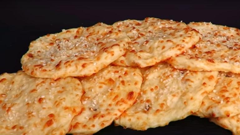 Сырные лепешки за 10 минут: сытный завтрак или перекус