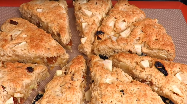 Яблочные сконы: треугольное печенье на скорую руку