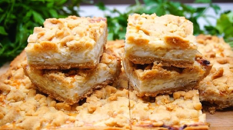 Закусочный пирог с луком и сыром: сражает наповал