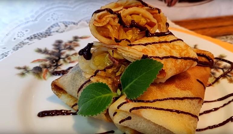 Заварные блинчики с яблоками: отличный завтрак