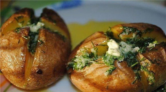 Печеный картофель: еще один вариант классического блюда