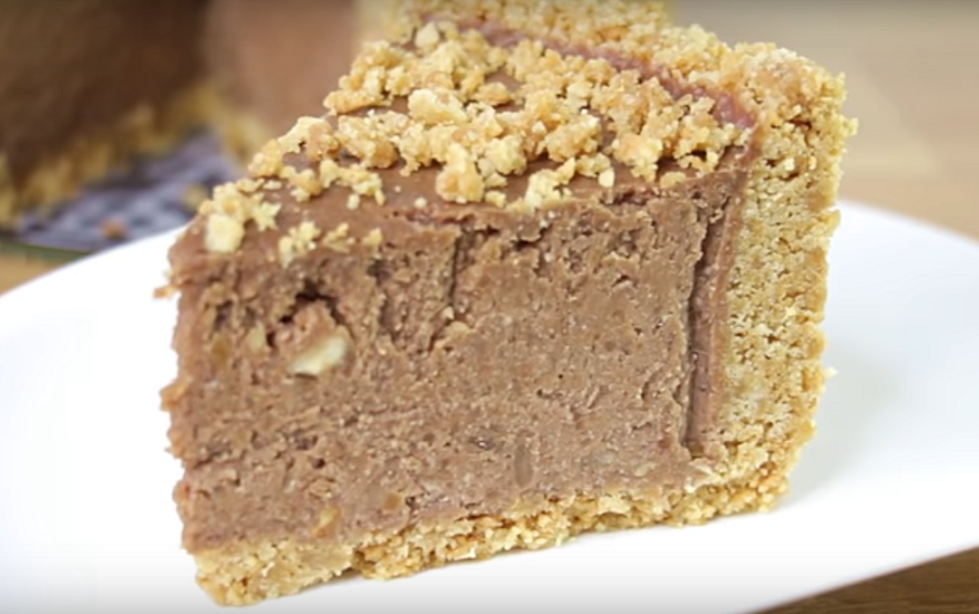Без духовки и желатина: шоколадный торт с орехами