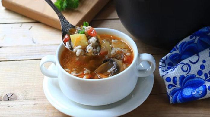 Суп из свежих грибов с перловкой: как и много веков назад