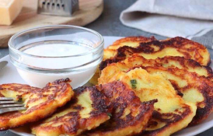 Очень вкусные оладьи из картофельного пюре с сыром