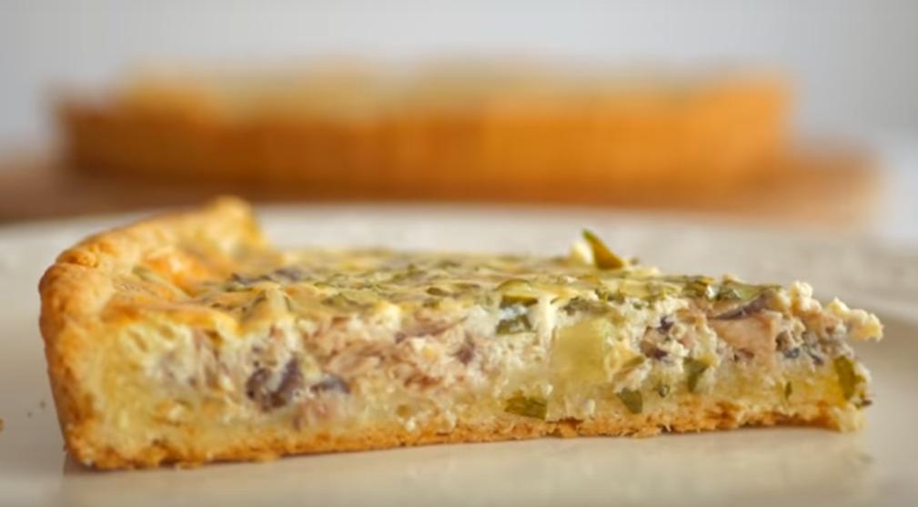 Простой и вкусный пирог с рыбной консервой