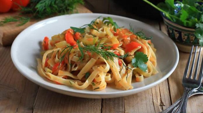 Лапша с овощами: вегетарианское блюдо