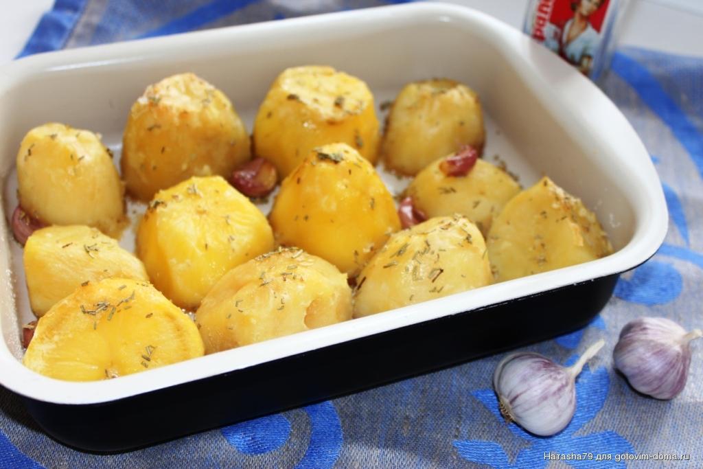 Запеченный картофель с чесноком по рецепту Джейми Оливера