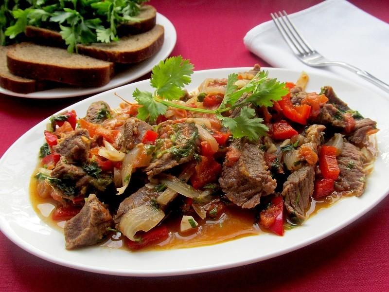 Нежнейшее мясо, тушеное с шампиньонами и болгарским перцем