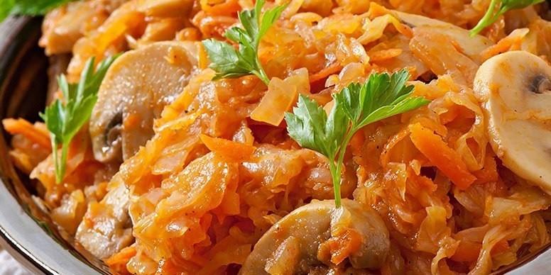 Тушеная капуста с грибами: просто и вкусно