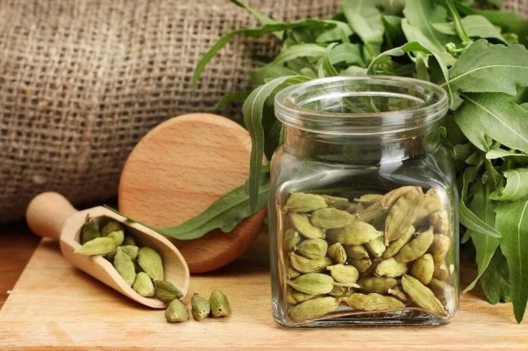 Райское зерно кардамон: полезные свойства волшебной специи