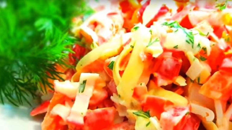 Простой салат за 5 минут: вкуснятина из доступных продуктов