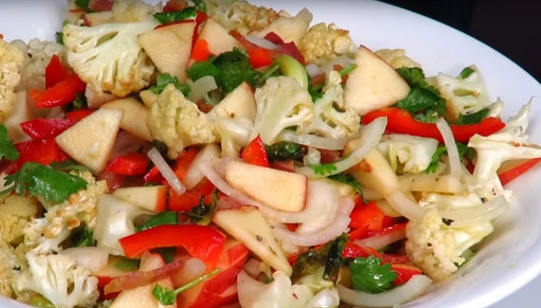 Салат-закуска с цветной капустой: и интересная заправка в придачу