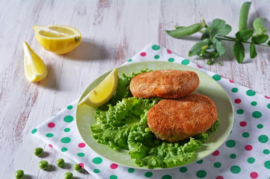 Очень вкусные рыбные котлетки с зеленым горошком