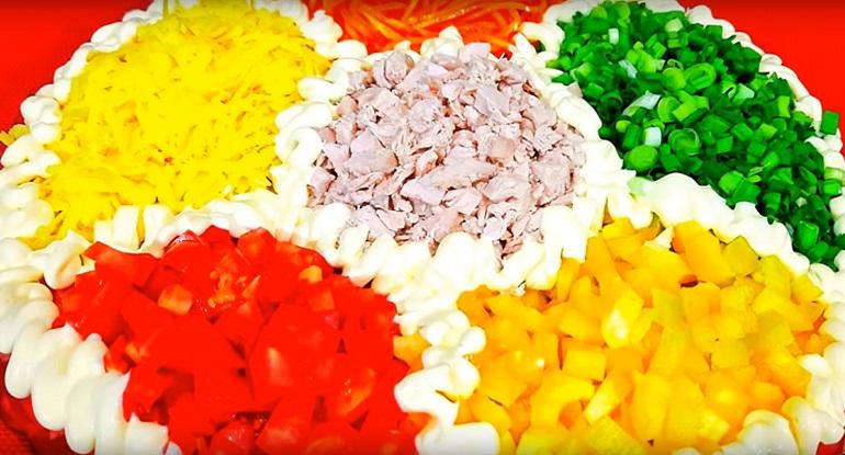 Яркий весенний салат «Калейдоскоп»: подарит наслаждение вкусом