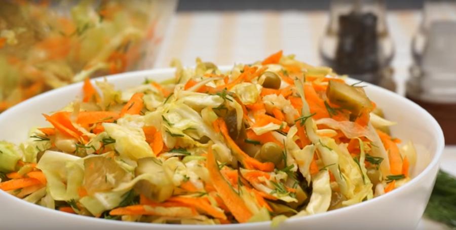 """Простой и быстрый салат из капусты на каждый день """"Свежинка"""""""