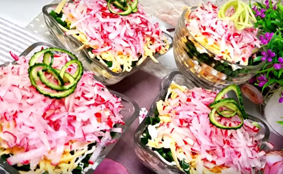 """Салат """"Майский"""": легкий, быстрый и вкусный"""