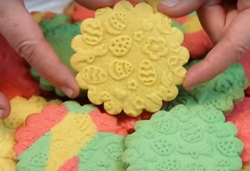 Цветное печенье: сладкий подарок на Пасху